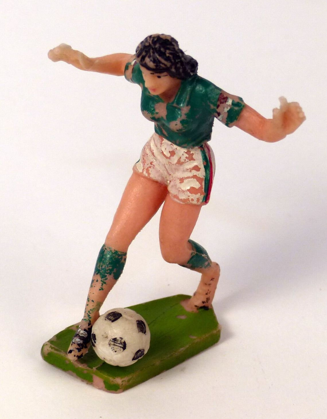 PRSFM 2017 1157 Female footballer figurine_preview